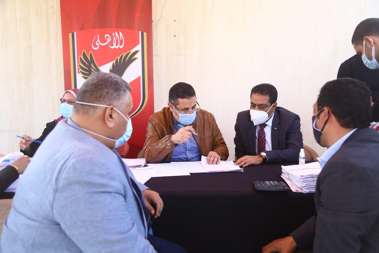 لجنة العضوية تعقد المقابلات الشخصية وسط إقبال كثيف للمتقدمين الجدد