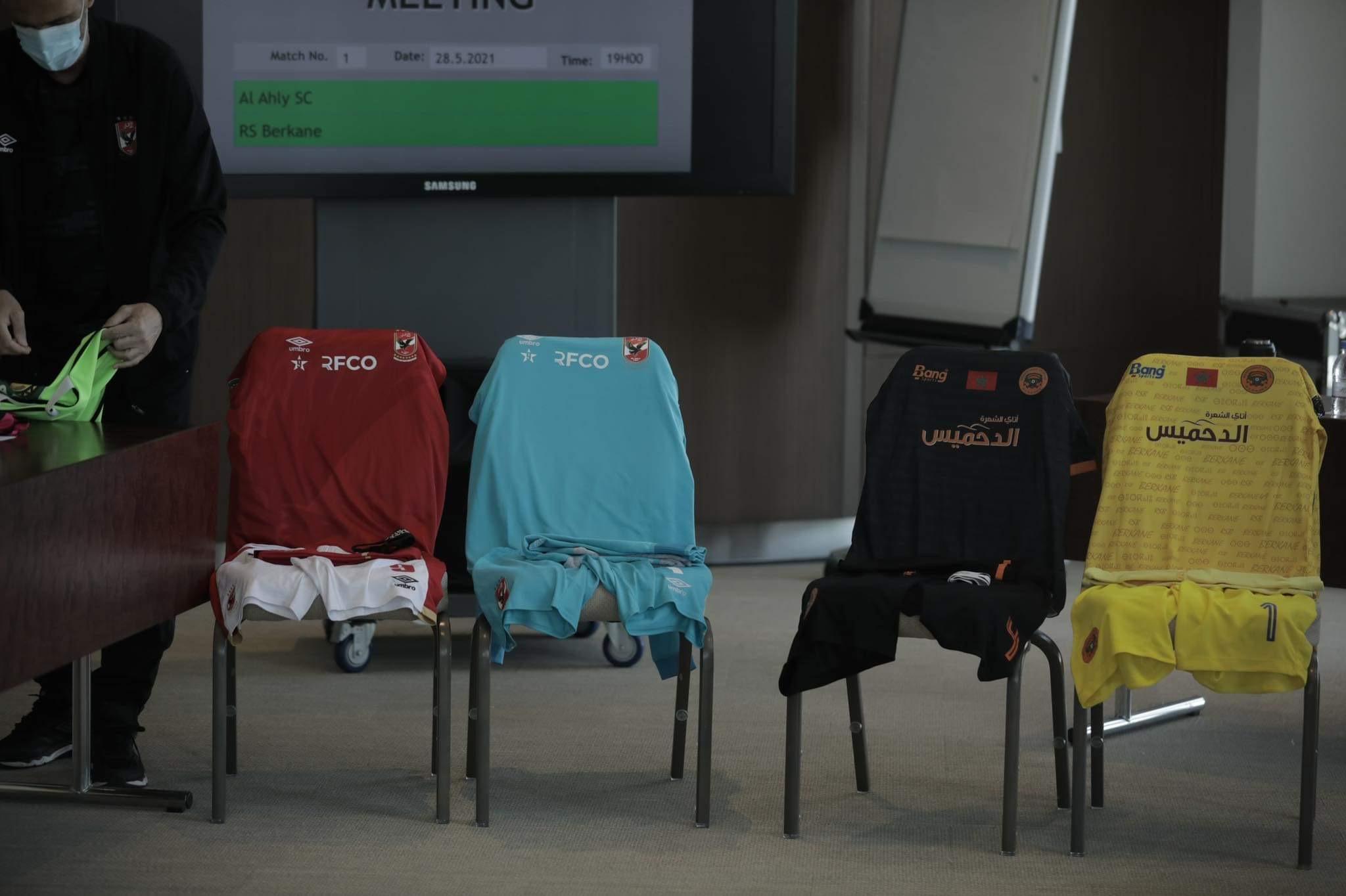 السوبر الإفريقي| الأهلي يرتدي الزي التقليدي في مباراة نهضة بركان