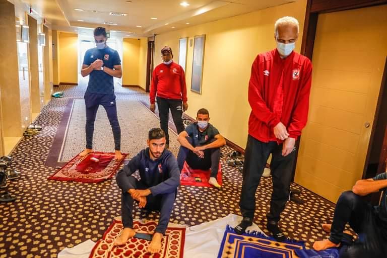 دوري أبطال أفريقيا  بعثة الأهلي تؤدي صلاة الجمعة في فندق الإقامة بالخرطوم