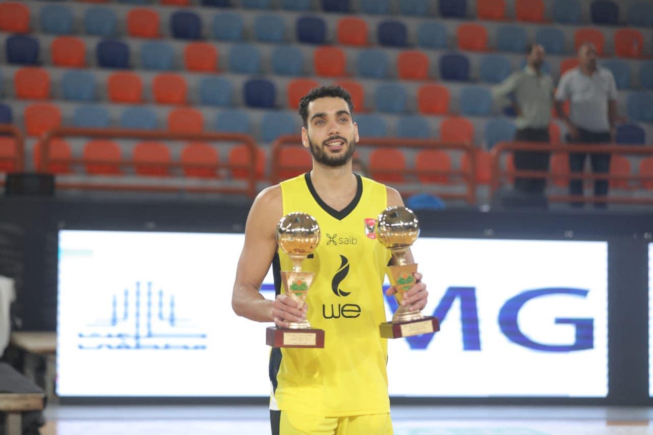 «رجال سلة الأهلي»  إيهاب أمين يفوز بجائزتي أفضل لاعب وجناح في البطولة العربية
