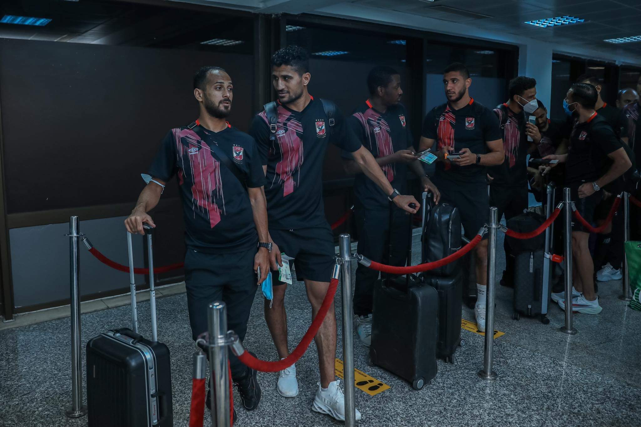 دوري أبطال إفريقيا| بعثة الأهلي تغادر مطار قرطاج في طريقها إلى القاهرة