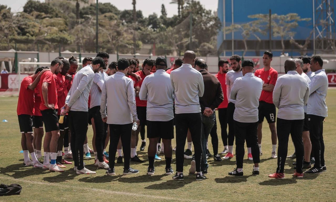 موسيماني يحاضر لاعبي الأهلي