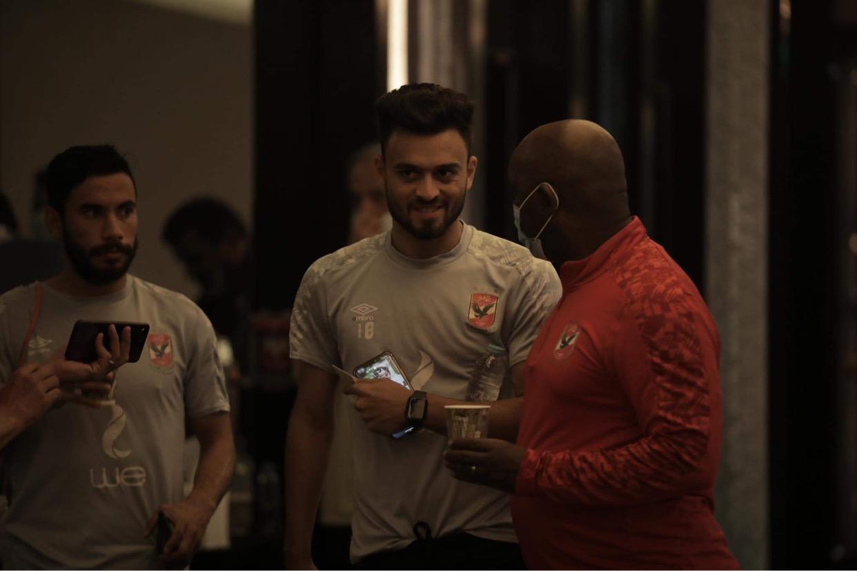 السوبر الإفريقي| موسيماني يحاضر اللاعبين بالفيديو قبل المران الثالث في قطر