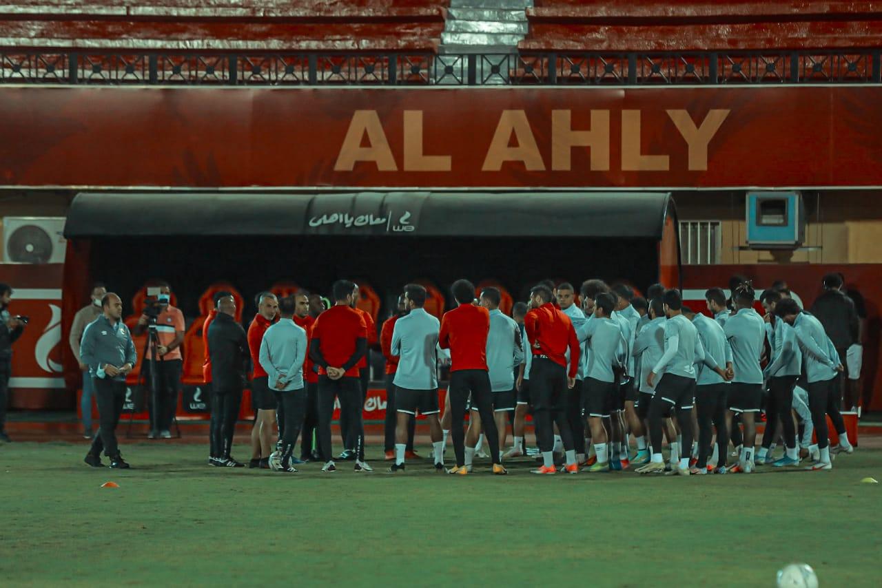 مران الأهلي| موسيماني يحاضر اللاعبين بالفيديو