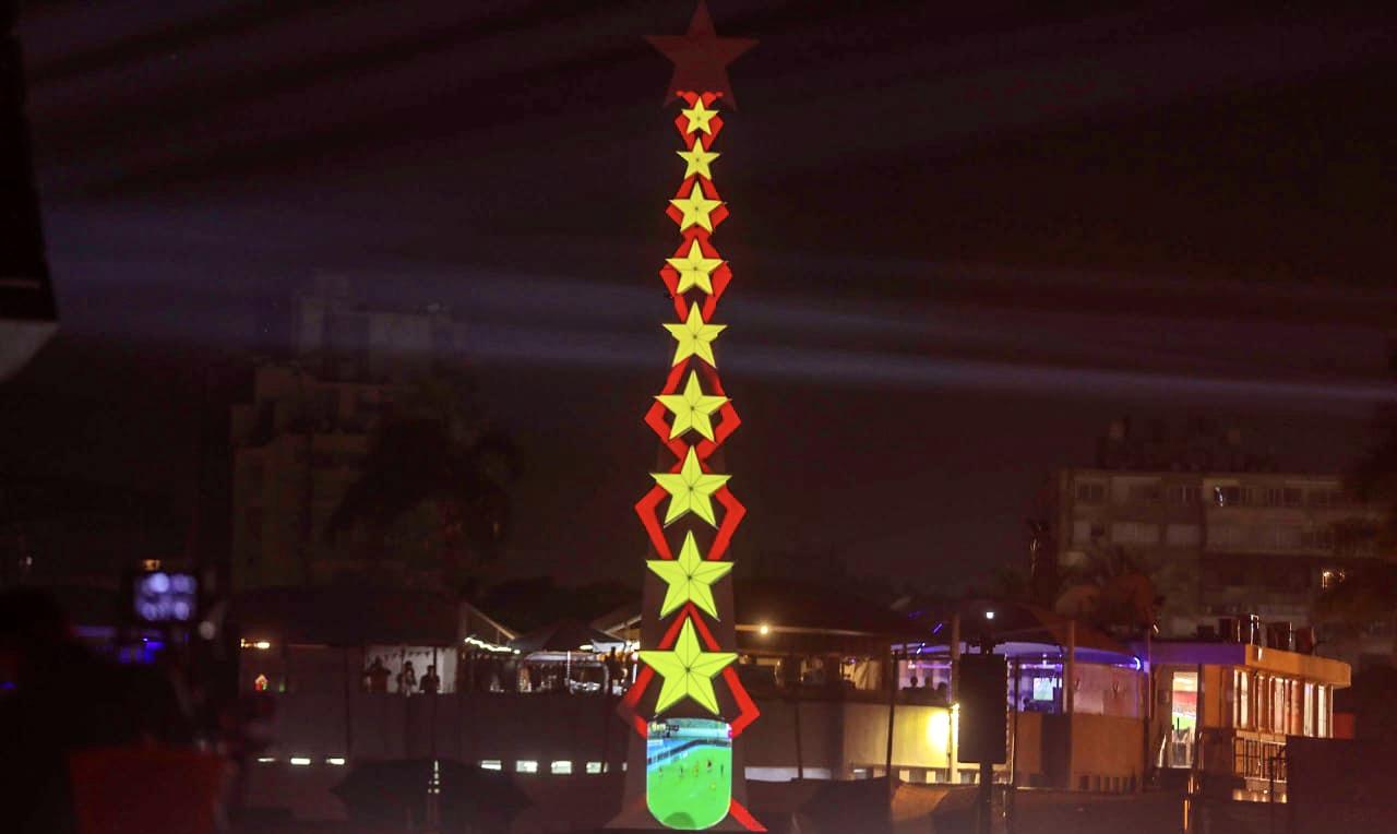 برج أيقوني في احتفالية تدشين النجمة العاشرة